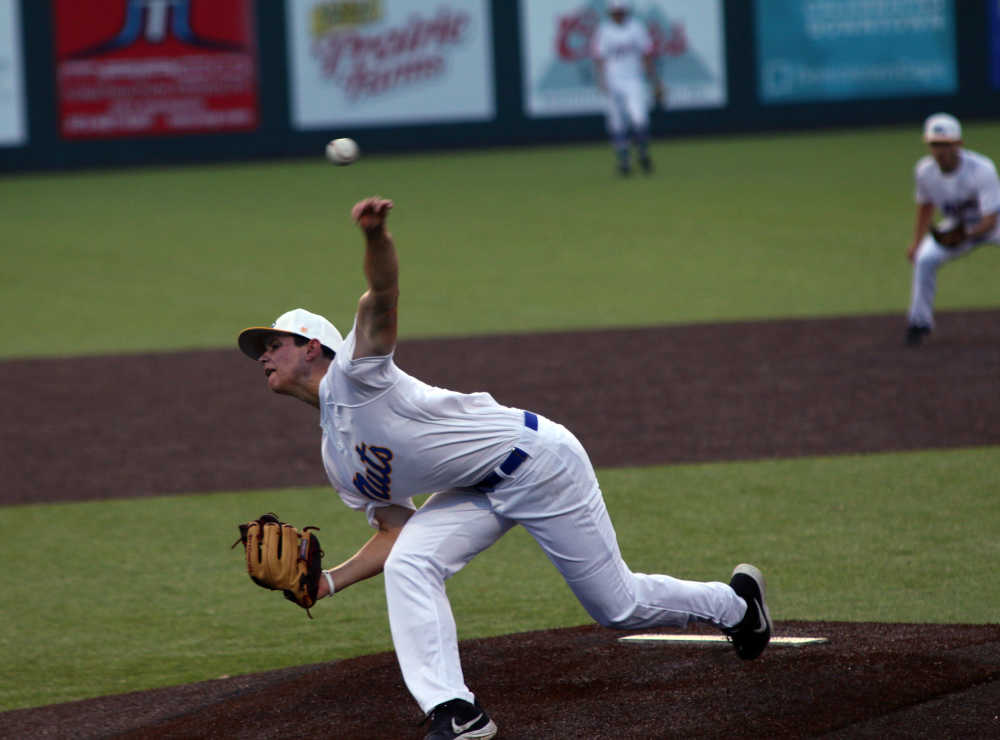 Pitching and timely hitting helps the Charleston Fighting Squirrels defeat the Missouri Bulls