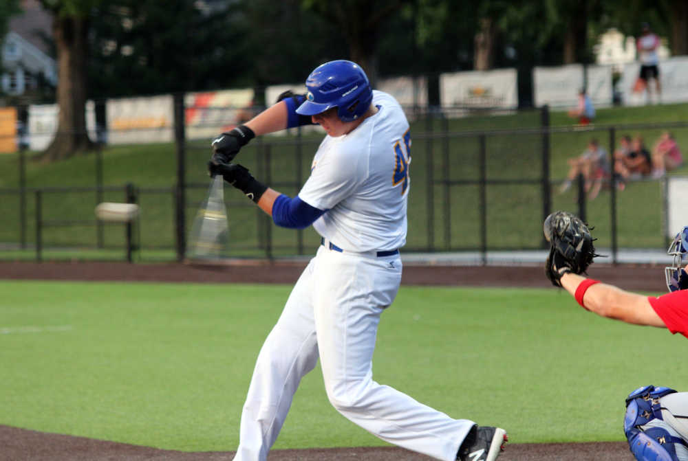 Fifteen-run outburst lifts Fighting Squirrels to win over Tropics