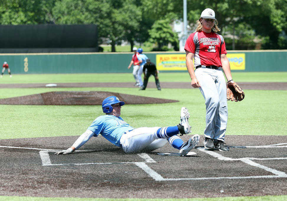 Six-run fifth inning lifts the Charleston Fighting Squirrels to an 11-4 win over the Missouri Outlaws; Pitchers shine in Missouri Bulls 3-0 win over the Southeast Tropics