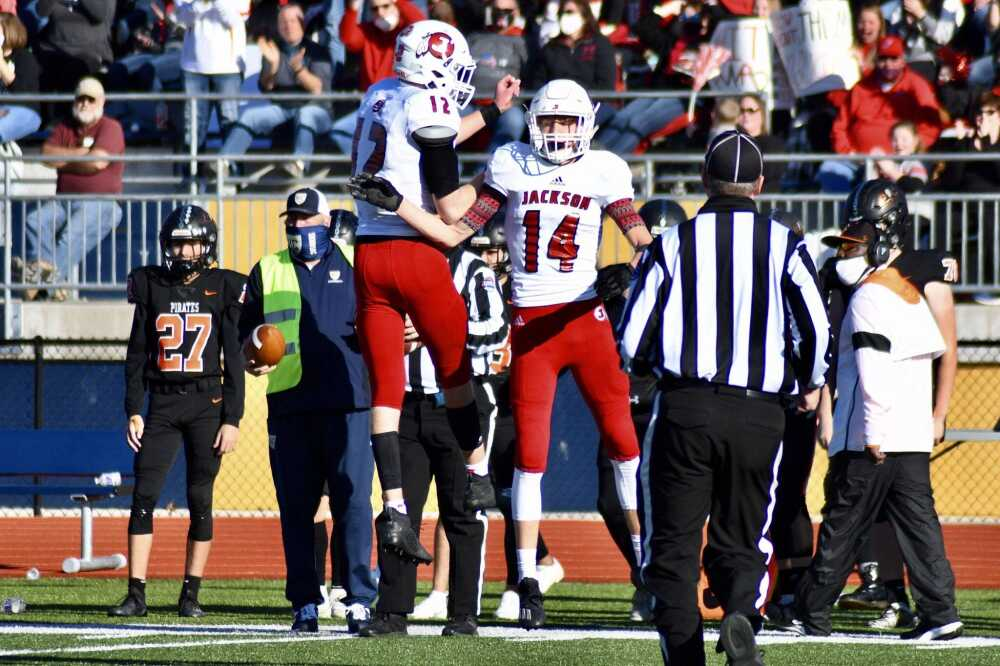 Jackson football shows greatness in state championship rout
